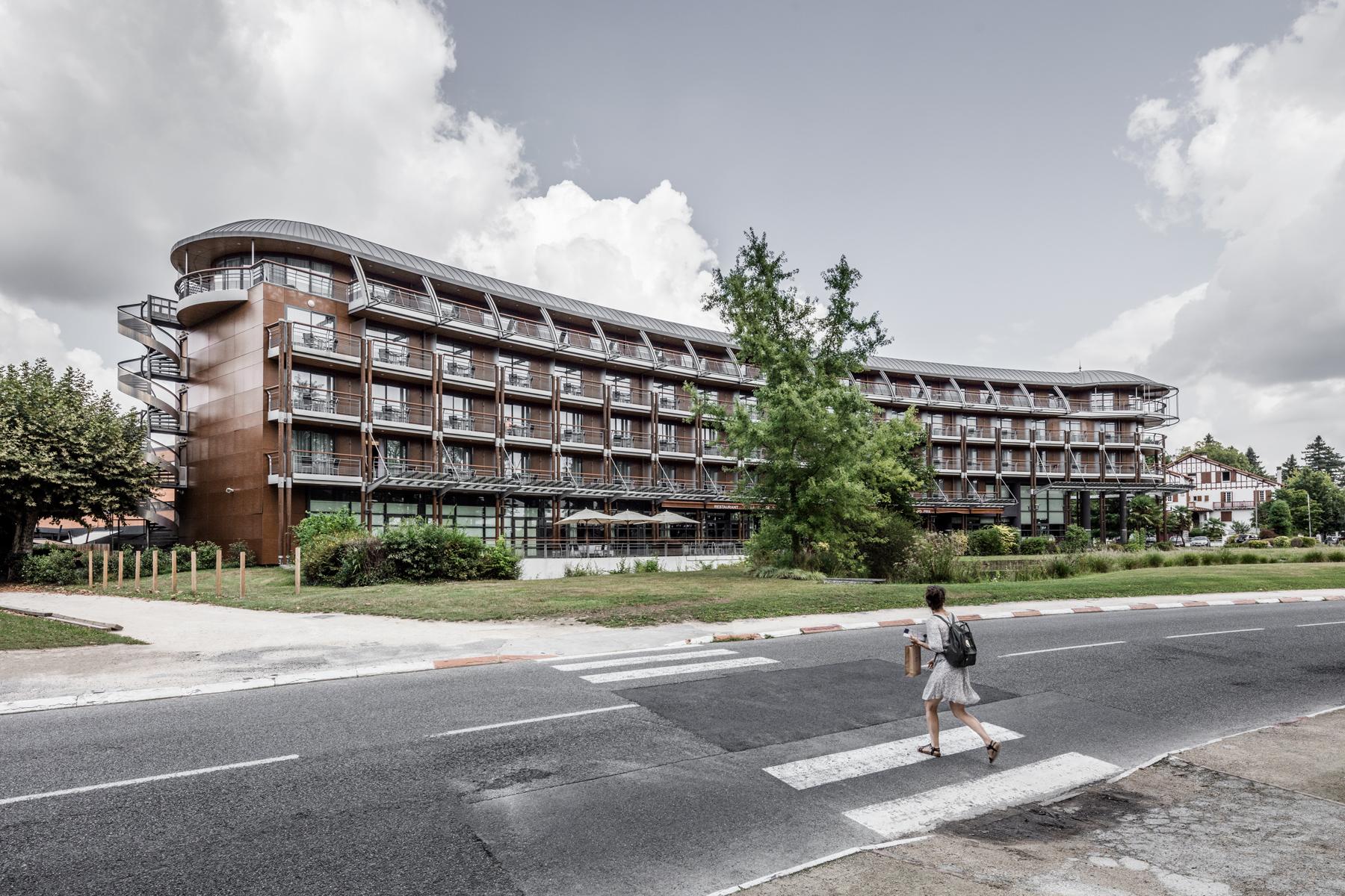 photographie d'architecture d'un hôtel à Pau